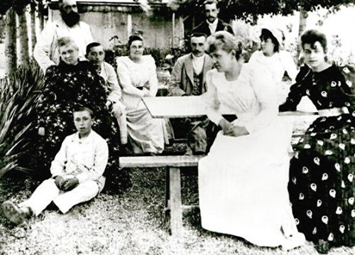 the_monet_and_hoschede_familie1892.jpg